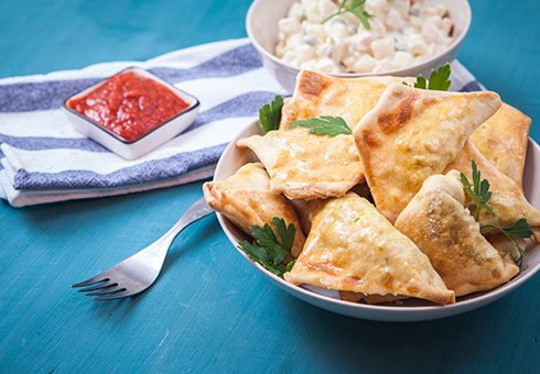 Little Indian Wirral frshly made meat samosas with traditional accompaniments